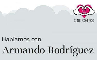 Armando Rodriguez, con el comercio